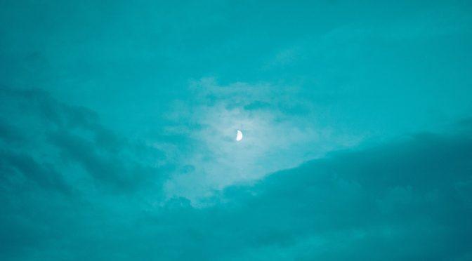 月星座で知るあなたの前世とスピリチュアルレッスン