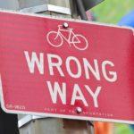 """あなたが""""間違った""""道を歩いている時の12のサイン"""